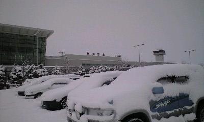他の国から雪空港